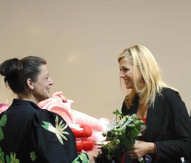 Koningin Maxima met Jacquelien Gosschalk de Leeuw in 2007 . Ontmoeting bij Art Explosion .
