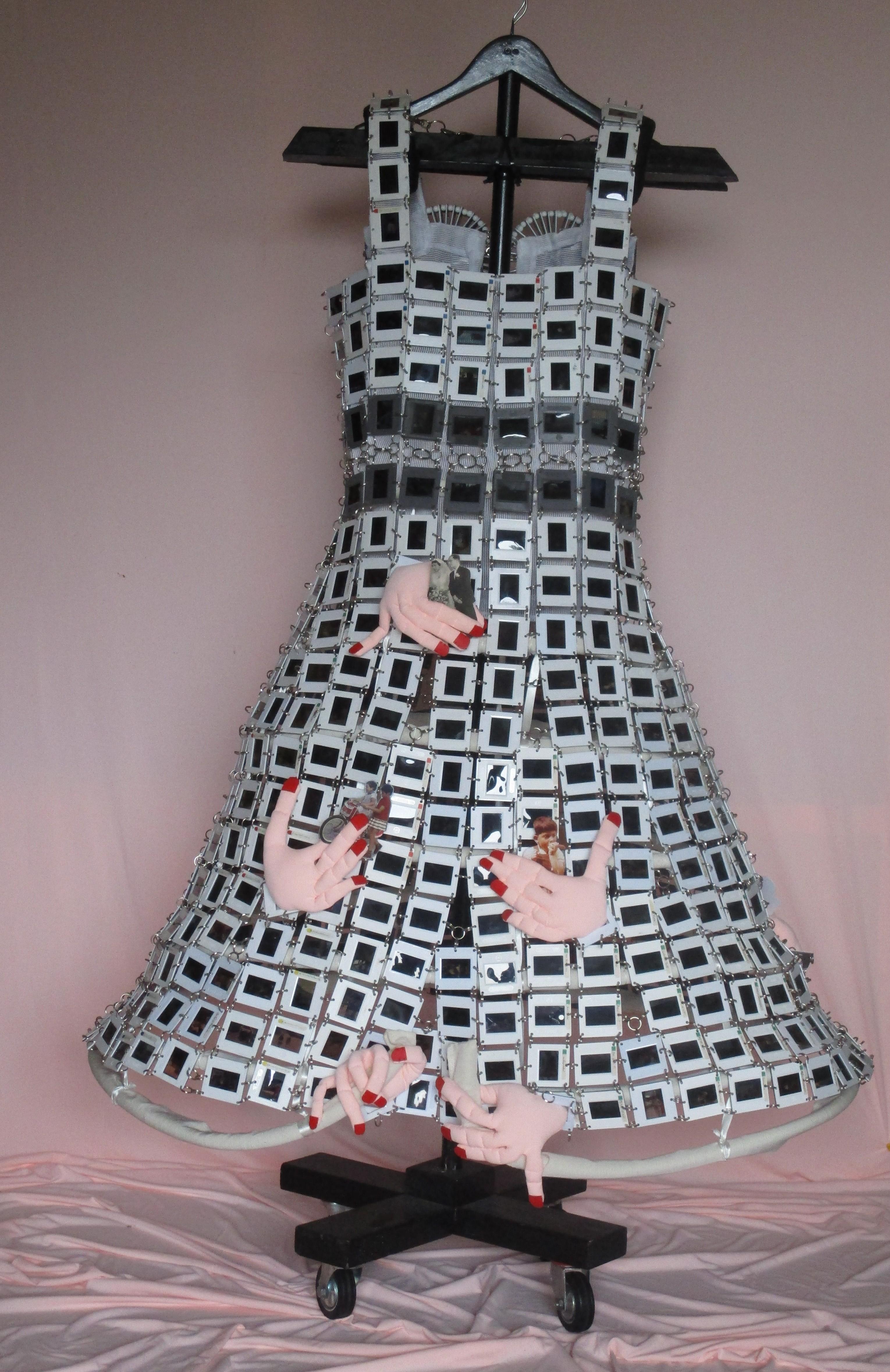jurk gemaakt van de dia`s van vroeger