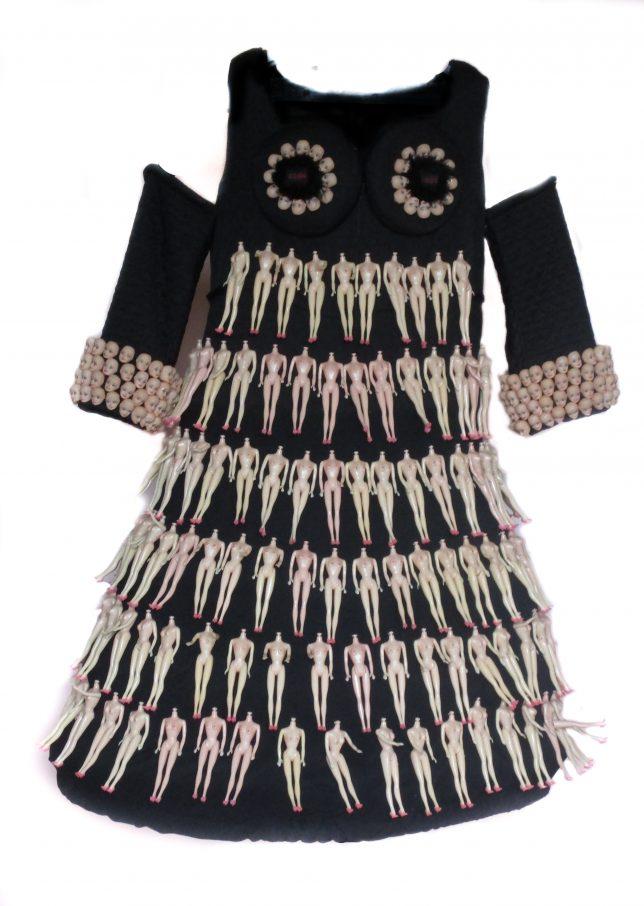 kunst-jurk van heel veel blote poppetjes